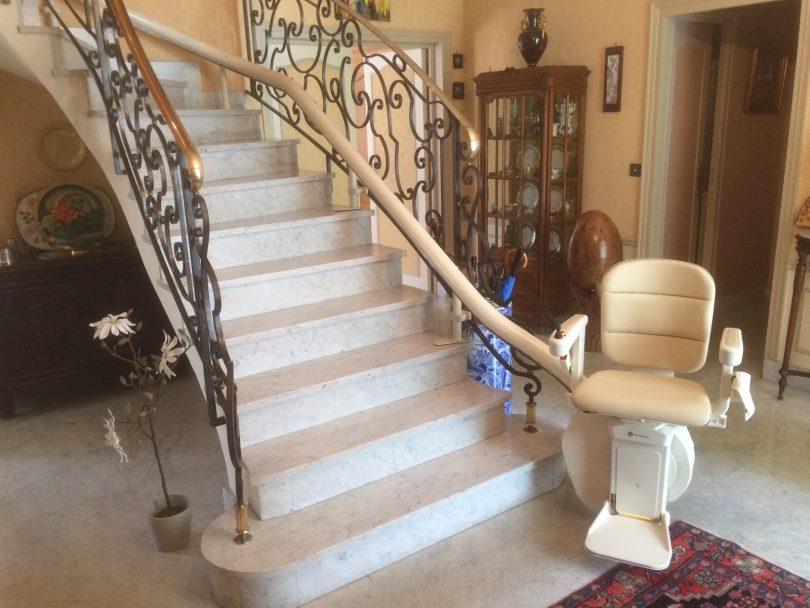 aider une personne g e bien vivre sa perte d autonomie l importance du monte escalier le. Black Bedroom Furniture Sets. Home Design Ideas